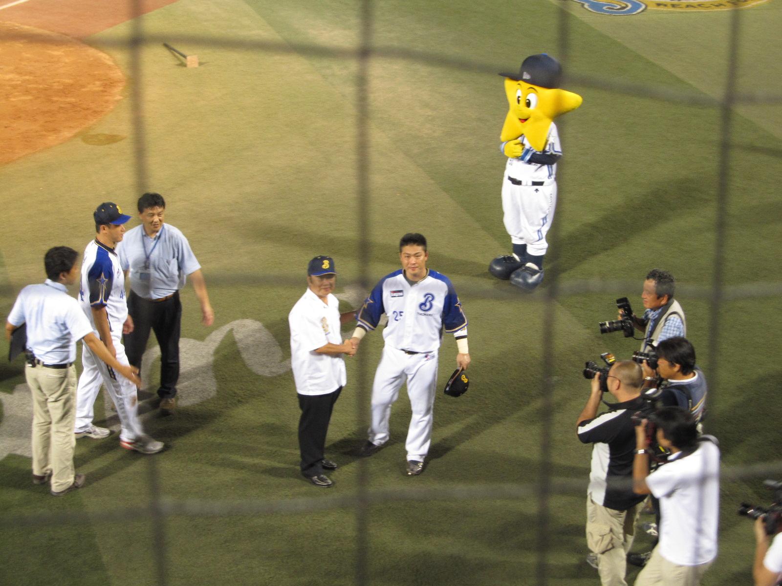 村田握手4.JPG